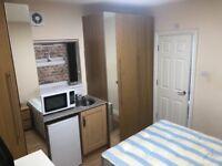 EN-SUITE DOUBLE ROOM for £700