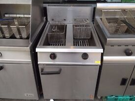 SECOND HAND TWIN TANK GAS FRYER CATERING COMMERCIAL FAST FOOD TAKE AWAY RESTAURANT KEBAB CHICKEN