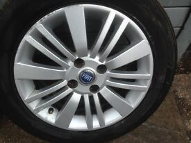 Set of 4 Fiat Punto Grande alloys with 4 tyres