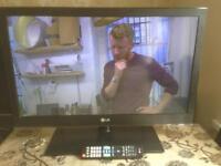 32 INCH LG LCD TV HD READY FREEVIEW MODEL 32LV355U WITH REMOTE CONTROL SMETHWICK £65