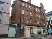 PONTON STREET - Centrally located, third floor, one bedroom flat.
