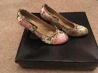 Fancy oriental style high heels