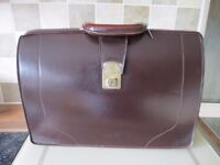 A GENUINE LEATHER DOCTORS BAG /WORKERS BRIEFCASE