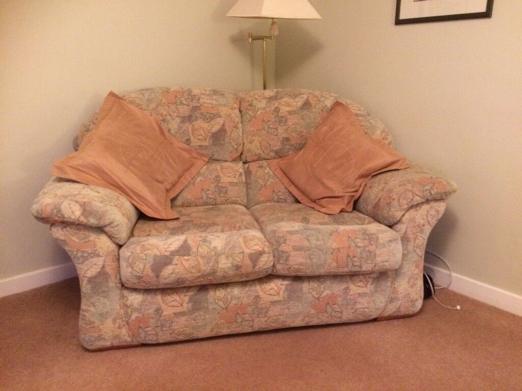 Small Cottage Style 3 Piece Suite 2 Seater Couch And Two