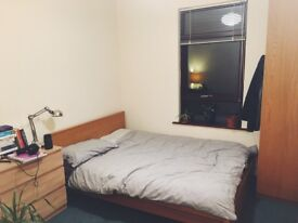 Double Bedroom in spacious 3 bed house
