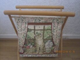 LOVELY TAPESTRY KNITTING BAG ON WOOD FRAME, in excellent condition. £5