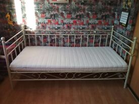 Single day bed with memory foam mattress