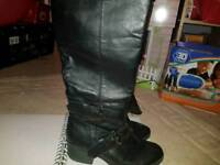 Mid height boots