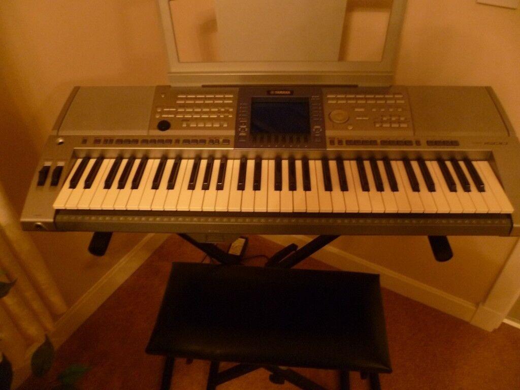 Yamaha PSR 1500 electric keyboard including stand, volume