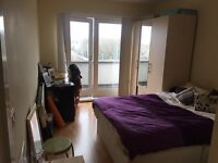 Bright ensuite double available for short or long let