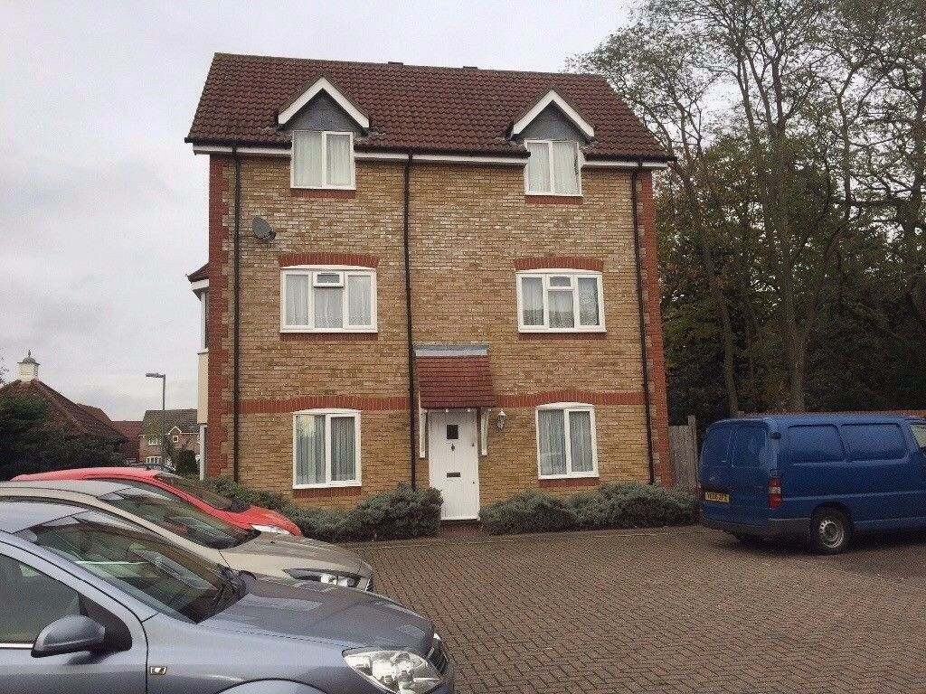 2 Bedroom 2nd Floor Flat to rent in Chadwell Heath - Shared Garden