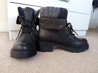 MOVING OUT SALE!! Black women's boots, size 5