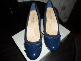 womens navy court shoes