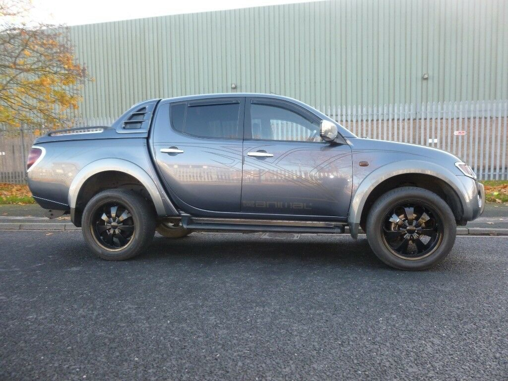 AUTOMATIC MITSUBISHI L200 GREY 2.5 DIESEL 4X4 IN EXCELLENT CONDITION