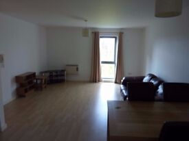 Spacious 2 Bedroom Flat with secure parking. Quay 5, Salford, M5