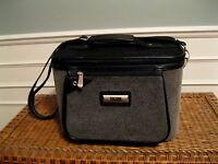 Petite valise de voyage et  cosmétique