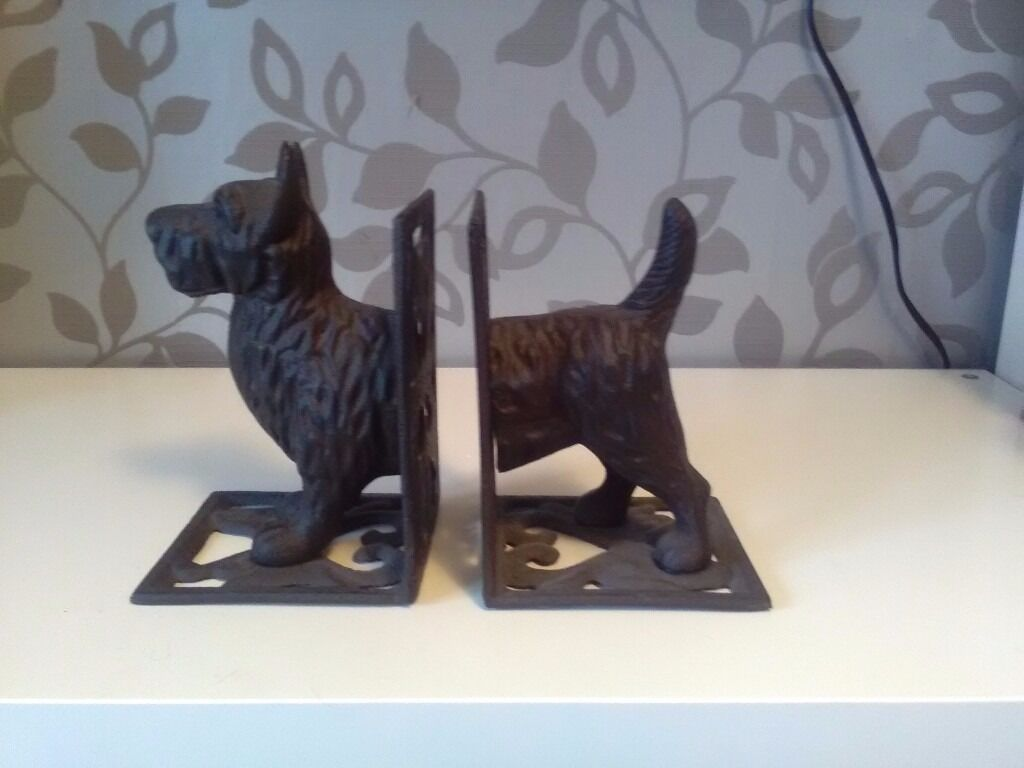 Book ends very heavy ,looks very nice on display ....