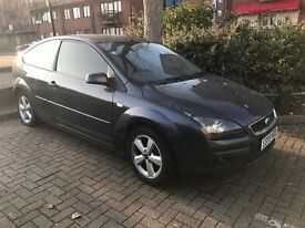 Ford Focus 1.6 zetec AUTO - 3 DOOR - Full xenon head lights and LED fog lights + privacy glass