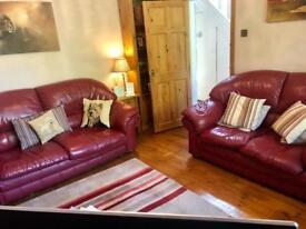 3 Seater + 2 Seater leather burgundy settes / sofa