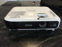 EPSON EB-U04 TV Projector