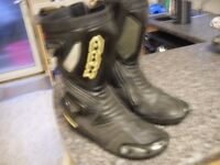 MENS BIKER BOOTS IN GOOD CON FULLY ARMOURED SIZE 10