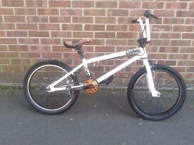 MONGOOSE CAPTURE Stunt Equipped BMX Bike