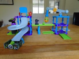 Zibits playset with 1 Zibit robot