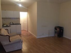 Studio Flat To Rent Near Town Centre Railway Station