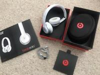 Beats by Dre Solo 2 headphones white with box Excellent condition