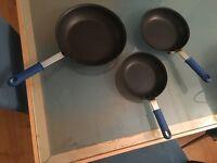 Set of 3 frying pans / skillets