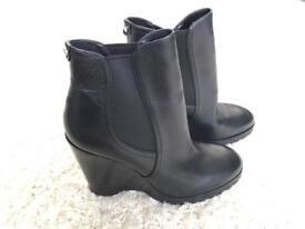 New Michael Kors boots size 6
