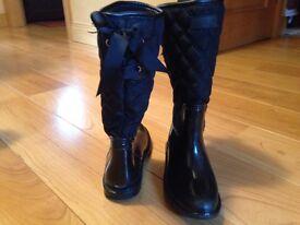 Girls Next black patent snow boots size 2