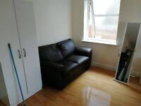 1 bed available for rent in the studio flat