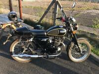 Herald classic 125 motorbike