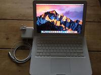 Macbook 2009, 4Gig RAM. 320Gig HD