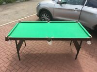 Pool Table 6ft x 3ft (Approx). With Cues and Pool + Snooker balls. Fully functional.