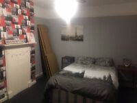 Lovely double room in Tooting Bec. Available now.