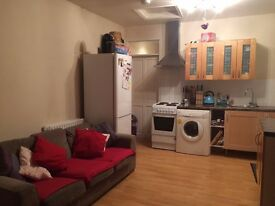 Lovely 3 bed flat with garden to rent in tooting, close to St. George's Hospital