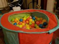 Ball pool with 250 balls