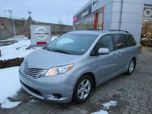 2016 Toyota Sienna LE 8 PASSAGERS  FULL