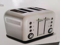 BRAND NEW - 4 Slice Toaster MORPHY RICHARDS