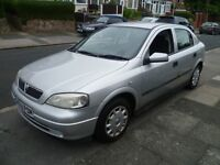 VAUXHALL ASTRA 1.6L AUTO, W REG WITH A LONG MOT, FULL SERVICE HISTORY, TOP SPEC WITH AIR CON