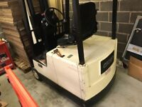 Crown Electric fork lift with charger.