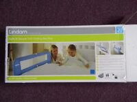 Lindam bed guard in blue