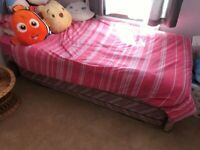 Single bed with pullout and mattress