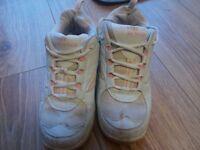 Street Runner shoes size 4