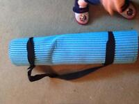 Exercise/yoga/Pilates mat with handle