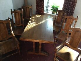 Solid oak dining table(extendable), + 4 oak chairs + 2 oak carver chairs in excellent condition !!!