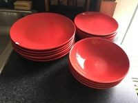 Dinner set - 6 Dinner plates, 6 side plates, 4 bowls