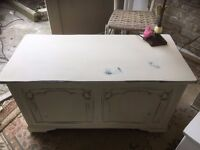 Cream Oak Vintage Carved Chest Box Coffee Table Seat Shabby chic